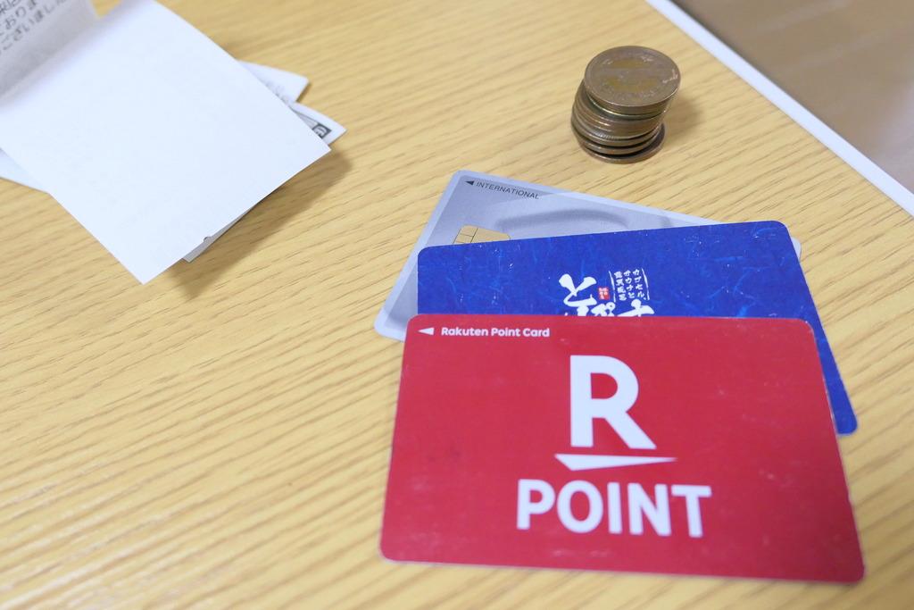 諦めた財布の中身。カード3枚と硬貨10枚弱