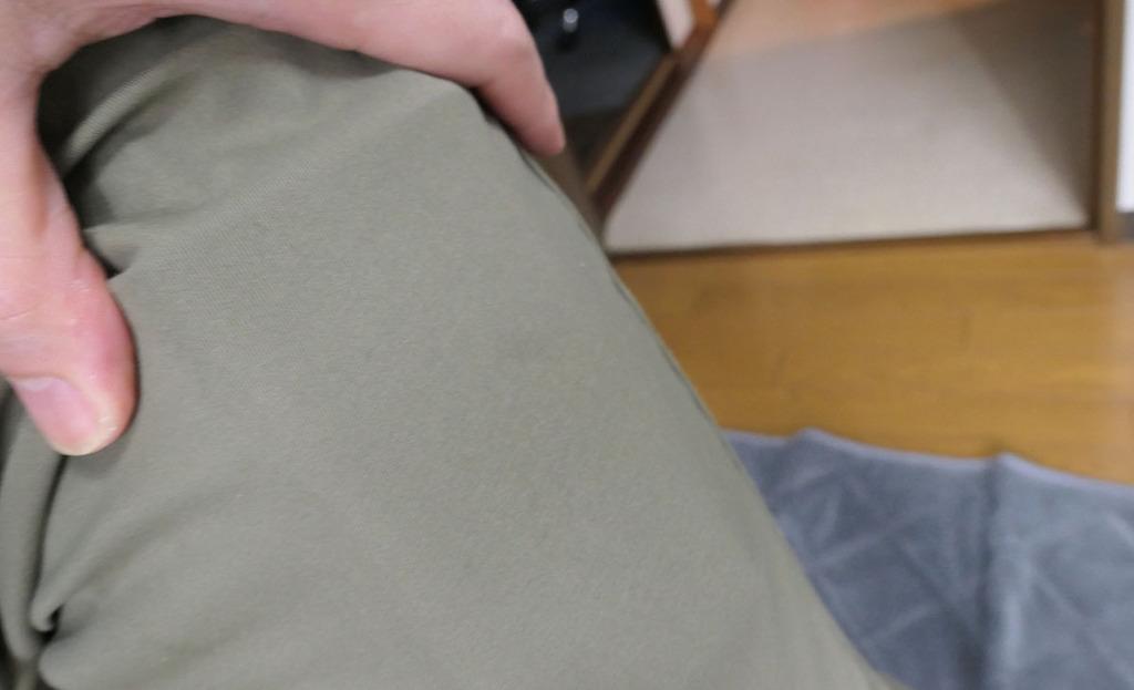 ズボンのポケットに入れた図